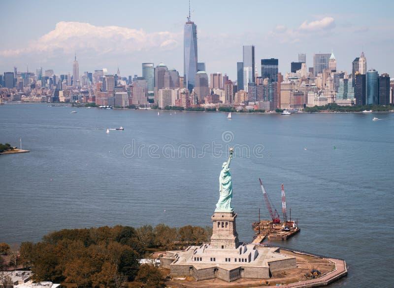 自由女神像-纽约城美好的鸟瞰图  库存图片