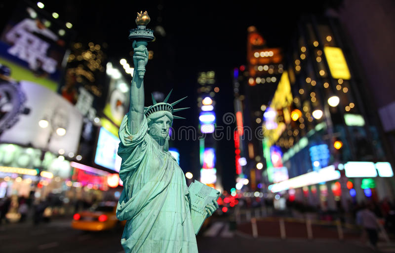 自由女神象和时代广场 免版税库存照片