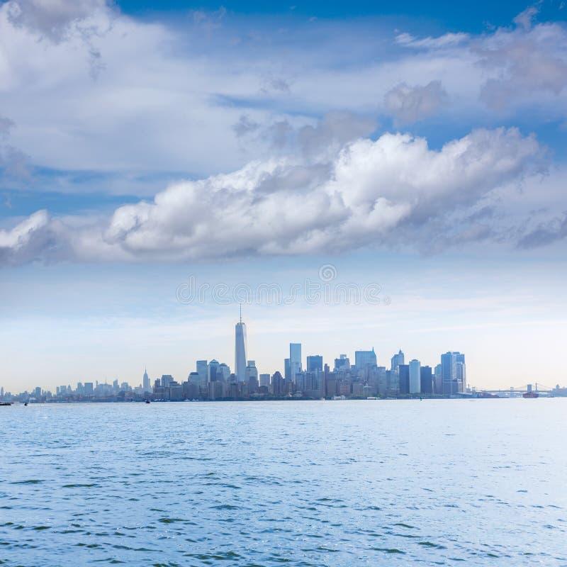 从自由岛的曼哈顿地平线纽约 库存图片