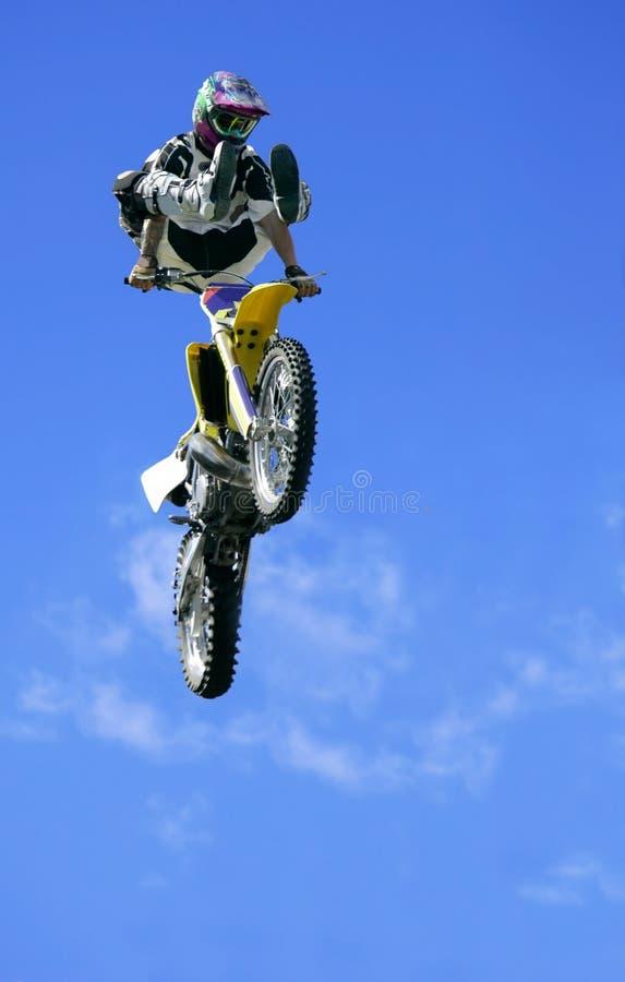 自由式跳的摩托车 库存照片