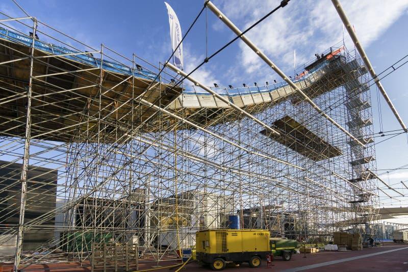 自由式滑雪世界杯在大空气米兰期间的实践天 在前区域找出商展大公羊 库存照片