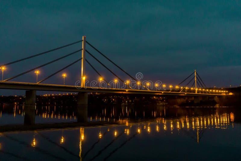 自由桥梁在多瑙河的多数Slobode在诺维萨德,塞尔维亚 库存图片