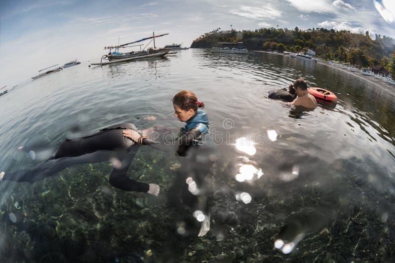 自由潜水者训练 库存图片