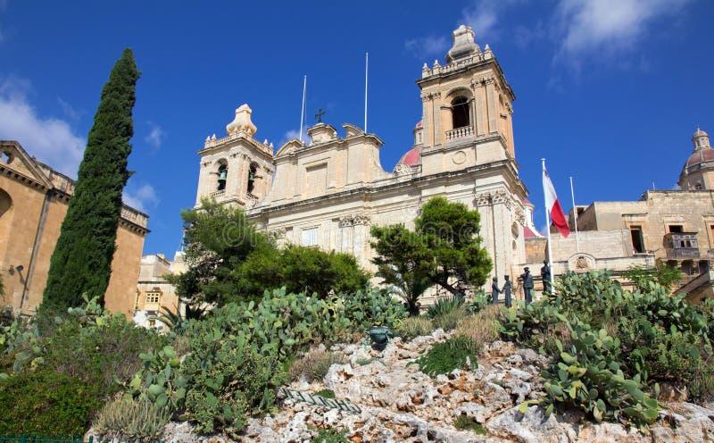 自由纪念碑和圣劳伦斯大教堂 库存图片