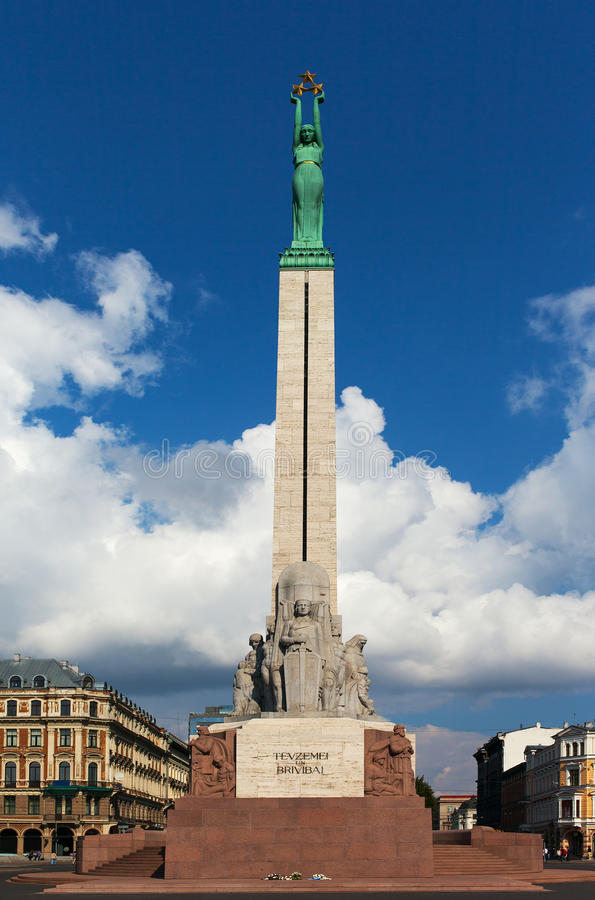 自由纪念碑,里加,拉脱维亚。 免版税图库摄影