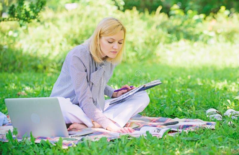自由职业者的事业概念 r E 处理的企业户外 免版税图库摄影