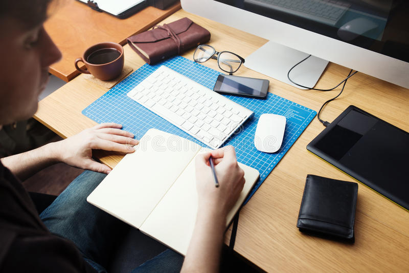 自由职业者的在家工作开发商和的设计师 免版税库存图片