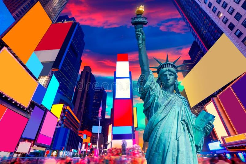 自由雕象和时代广场纽约 库存图片