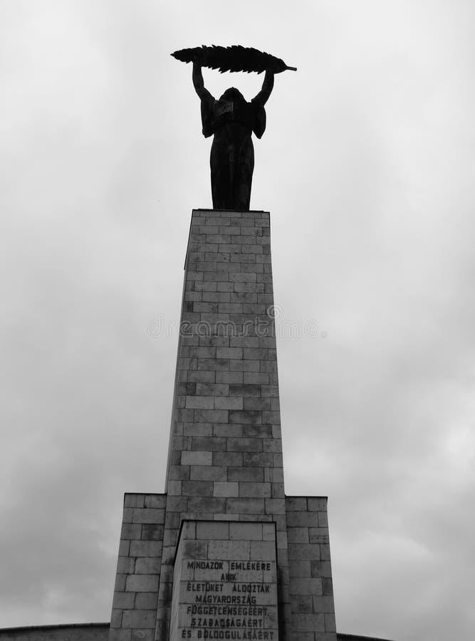 自由雕象在布达佩斯 免版税库存照片