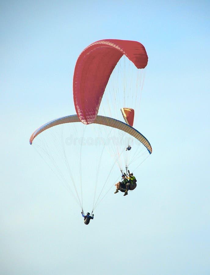自由飞行滑翔伞 库存图片