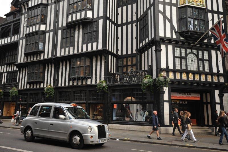 自由:主导的目的地商店在伦敦,英国 免版税库存照片