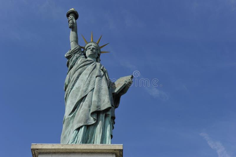 自由巴黎雕象 免版税库存图片