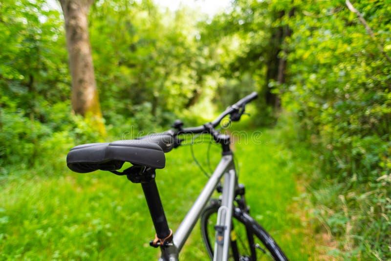 自行车作为在这些照片的主要题材 免版税图库摄影
