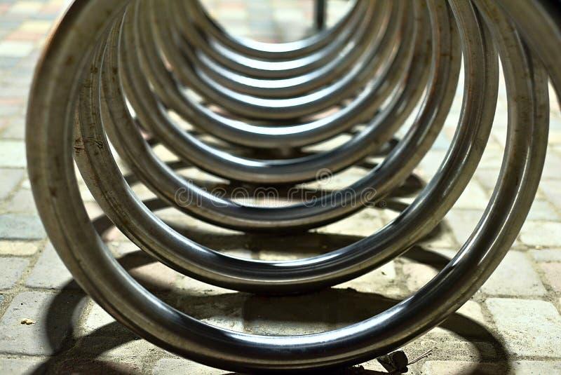自行车停车处做的抽象形状 免版税库存照片