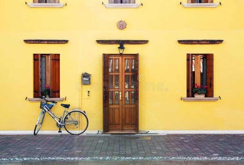 自行车入口房子 库存图片
