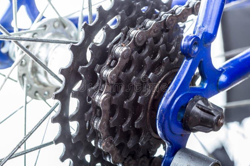 自行车后方扣练齿轮特写镜头。 库存图片