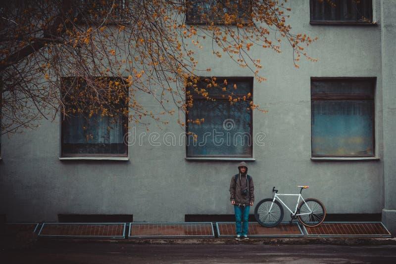 自行车和人 免版税库存照片
