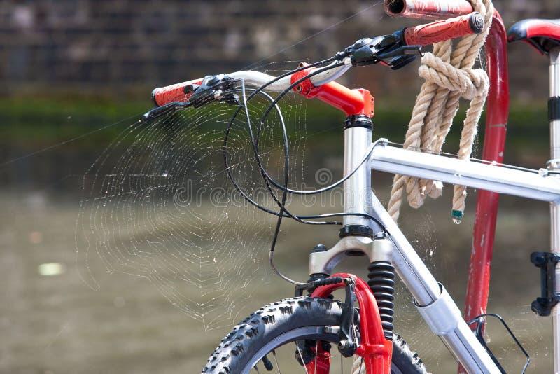 自行车和蜘蛛网 免版税库存照片