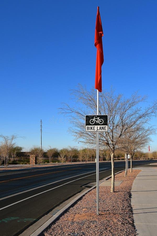 自行车在高速公路张贴的车道标志 库存照片
