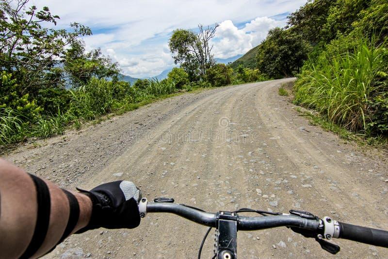 自行车在Yungas路/POV的把柄酒吧 图库摄影