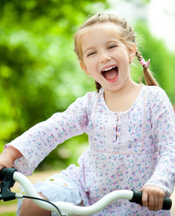 自行车女孩 图库摄影