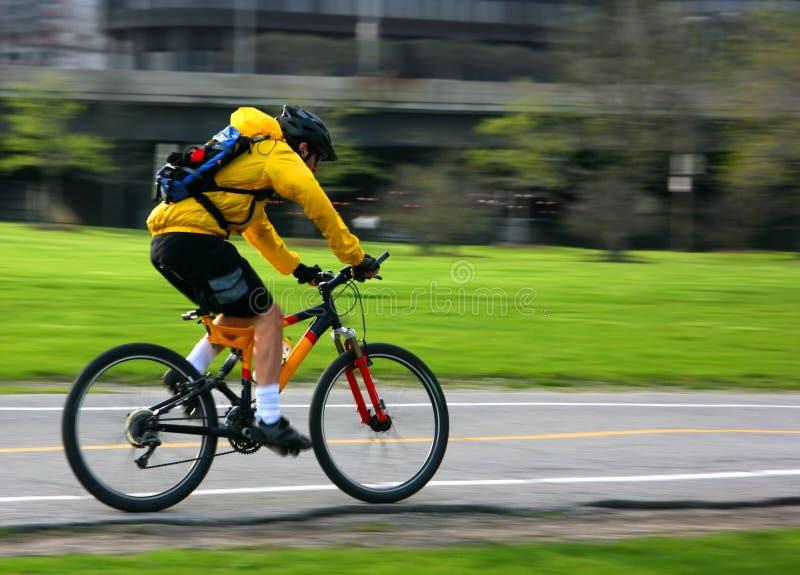 自行车山平底锅 图库摄影