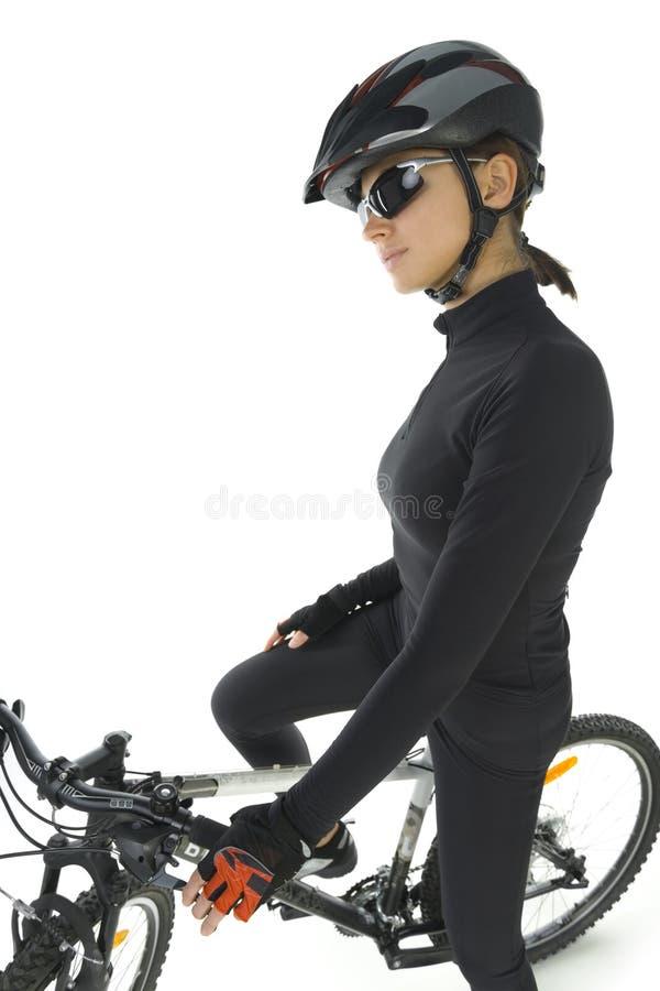 自行车山炫耀的妇女 免版税库存照片