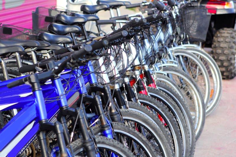 自行车循环许多租金行存储 免版税图库摄影