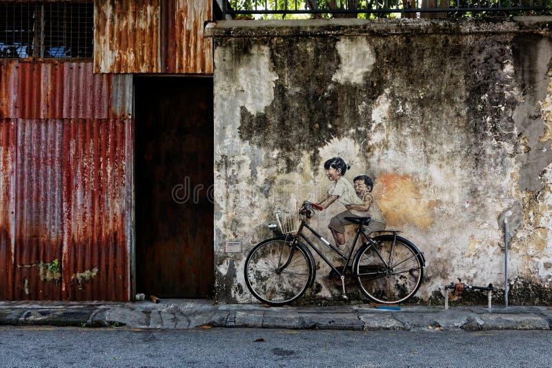 自行车的,公开艺术孩子在槟榔岛,马来西亚 免版税库存照片