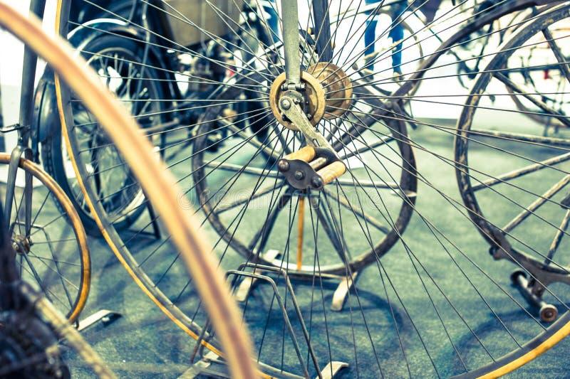 自行车空白详述的查出的系列通信工具的轮子 免版税库存照片