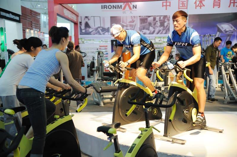 自行车空转的培训人 图库摄影