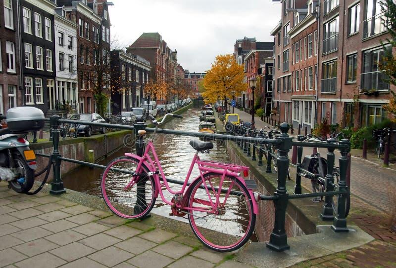 自行车粉红色 免版税库存照片