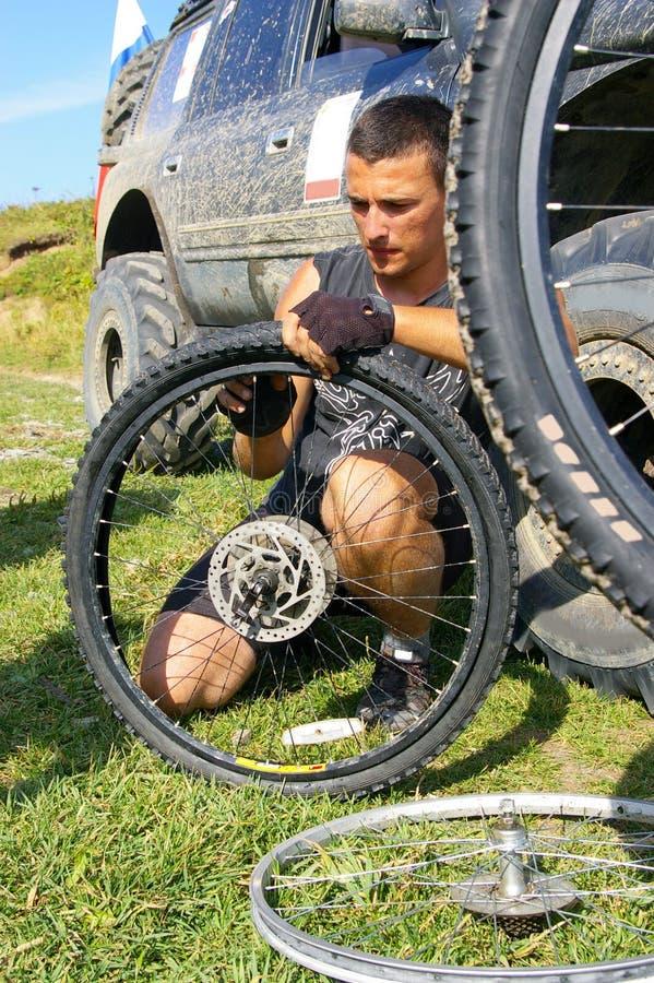 自行车维修服务轮子 库存照片