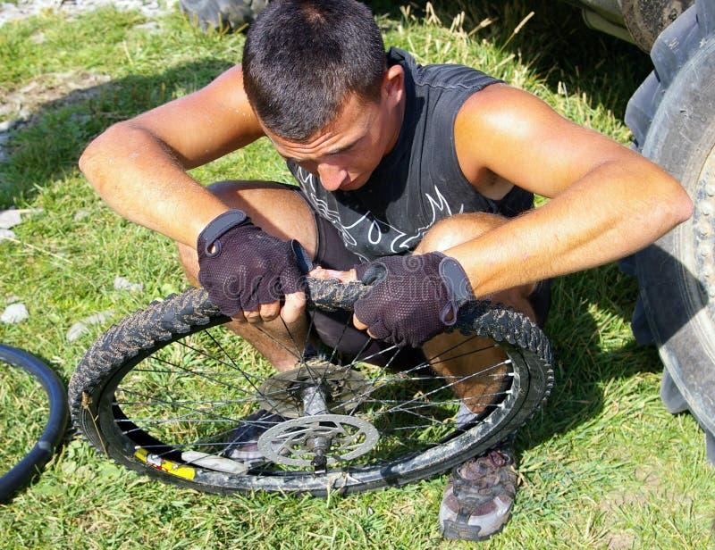 自行车维修服务轮子 免版税库存照片