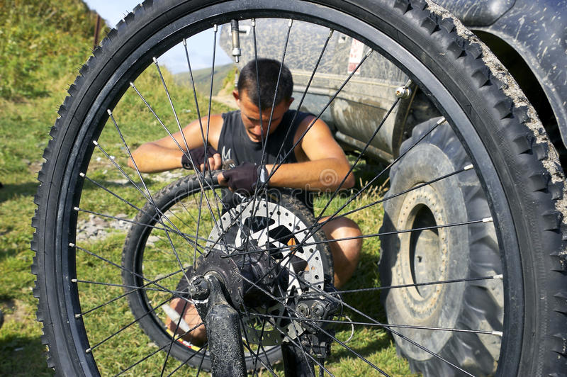 自行车维修服务轮子 图库摄影