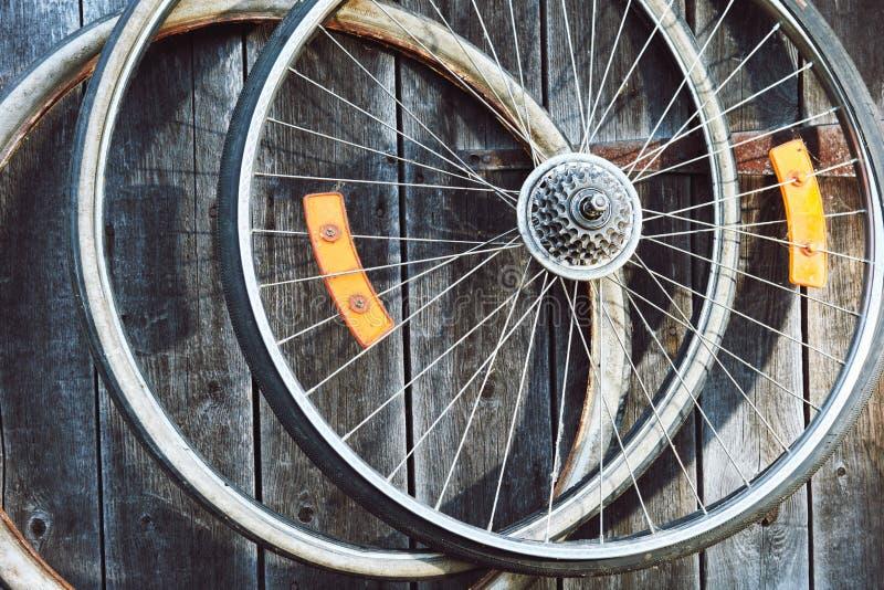 自行车老轮子 免版税库存图片