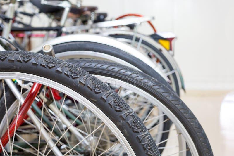 自行车车轮中止里面家 免版税库存照片