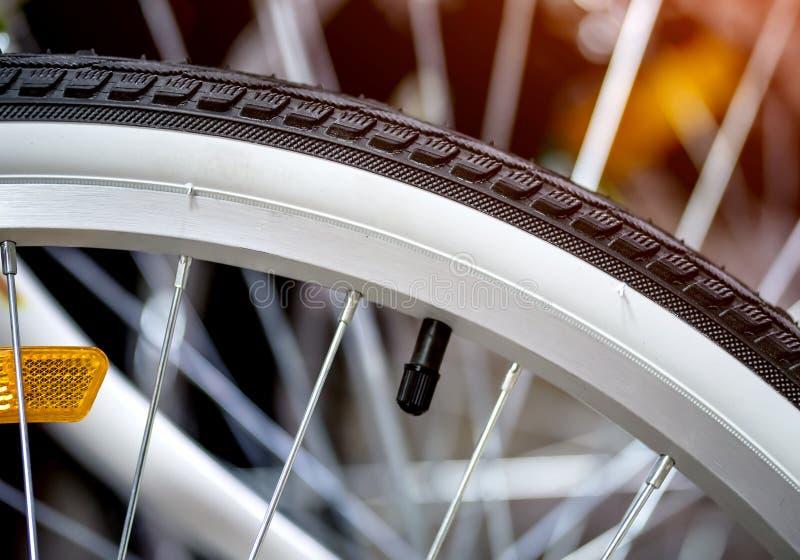自行车轮胎特写镜头 自行车商店 免版税库存照片