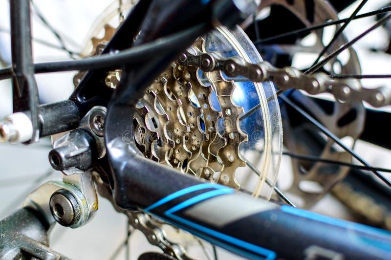 自行车链子和齿轮系统  免版税库存图片