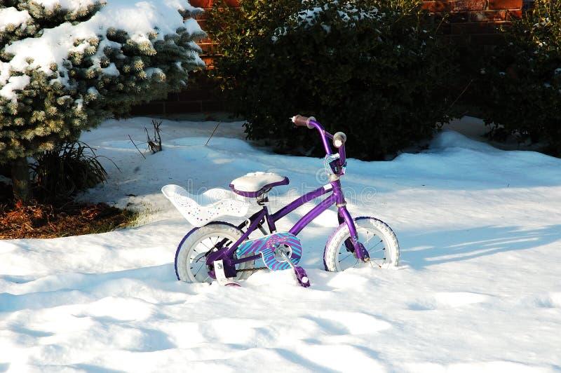 自行车雪 免版税库存照片