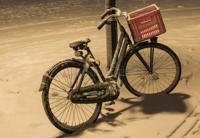 自行车雪Wijk bij Duurstede 库存照片