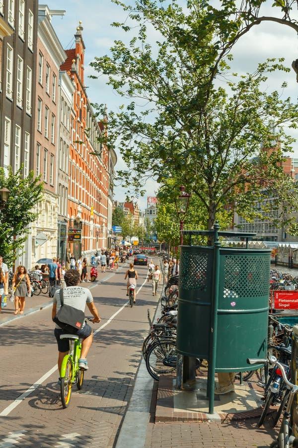 自行车骑士在阿姆斯特丹 免版税库存图片
