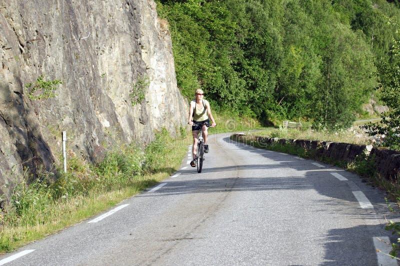 Download 自行车骑马妇女 库存照片. 图片 包括有 体育运动, 次幂, 乐趣, 女孩, 健身, 凝思, 冒险家, 骑自行车的人 - 192316