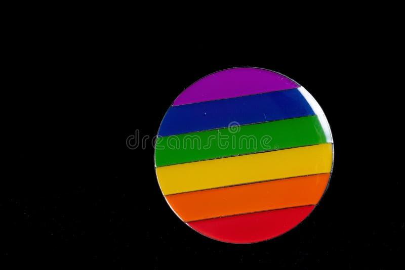 自豪感在黑背景的彩虹徽章 免版税库存照片