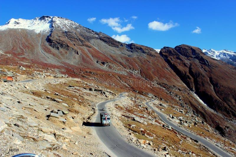 自豪感的乘驾通过喜马拉雅山 免版税库存图片