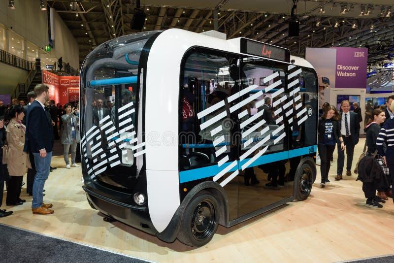 自驾驶在IBM摊的公共汽车Olli在CeBIT 2017年 免版税库存照片