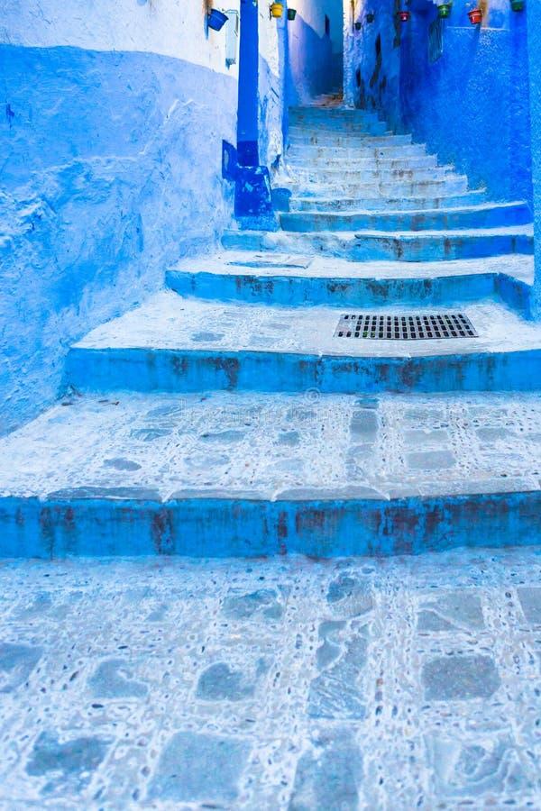 舍夫沙万蓝色镇街道在摩洛哥 免版税库存照片