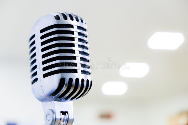 舒尔s55豪华演播室声音减速火箭的样式话筒 图库摄影