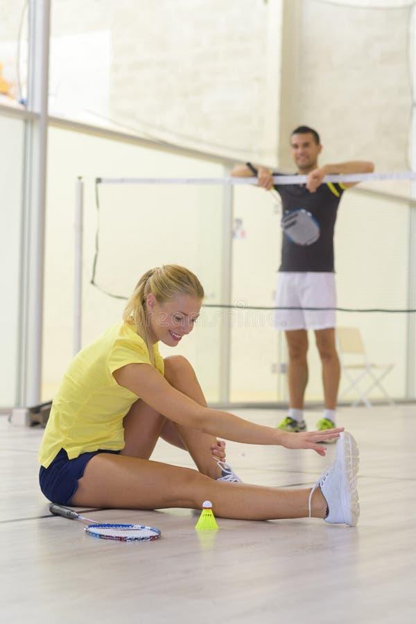 舒展体育妇女或网球员做准备 图库摄影