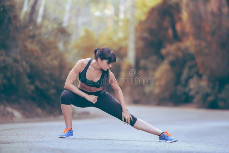 舒展在锻炼前 库存图片